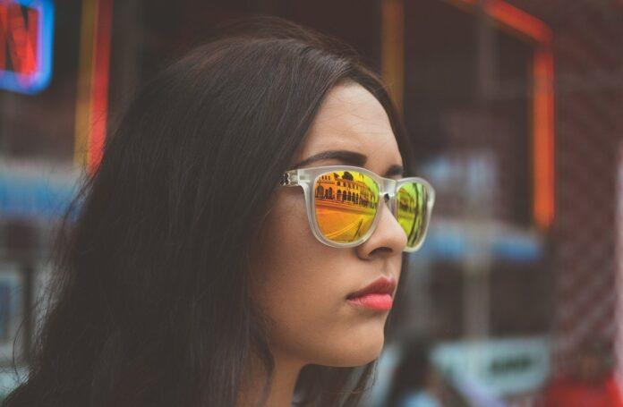Oprawki damskie a kolor włosów i oczu
